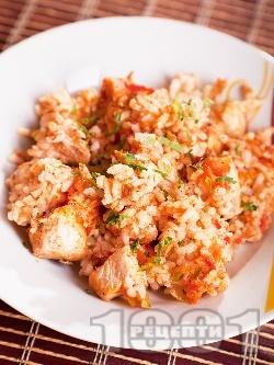 Печен ориз на фурна с праз лук, домати, лук, моркови и пилешко филе - снимка на рецептата